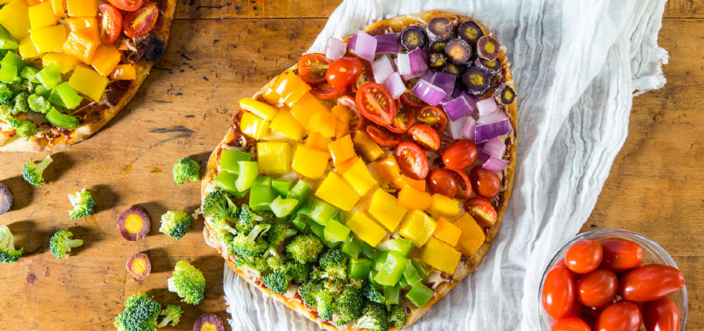 Naan pizza with colorful vegatable toppings.