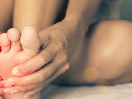 More women than men get hammertoe.