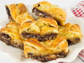 plate of delicious choclate banan strudel